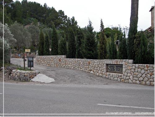 Indkørsel til Son Bleda - inspiration til vandreture på Mallorca. Foto